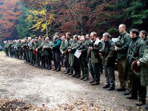 Ze společné lovecké akce vrežijní honitbe Skuhrov