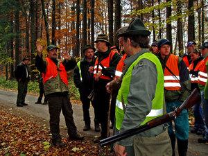 Ze společné lovecké akce vrežijní honitbe Skuhrov II