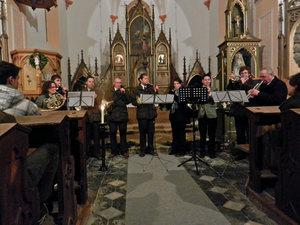 Předvánoční troubení vAlbrechtickém kostele II